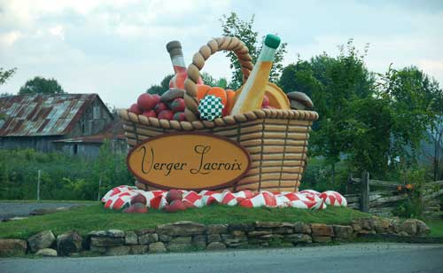 Welcoming signage at Lacroix Orchards, St-Joseph-du-Lac, Quebec.