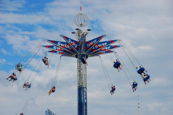 CNE 2010 swing ride