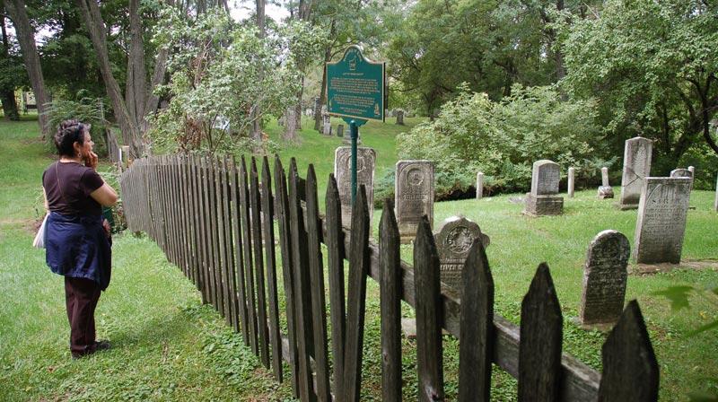 Graves Lloydtown Pioneer Cemetery