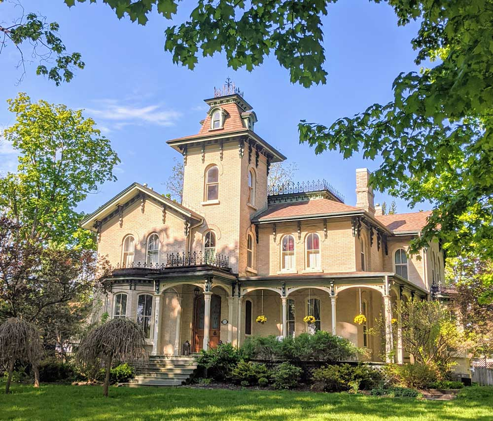 mansion in Port Perry, Ontario